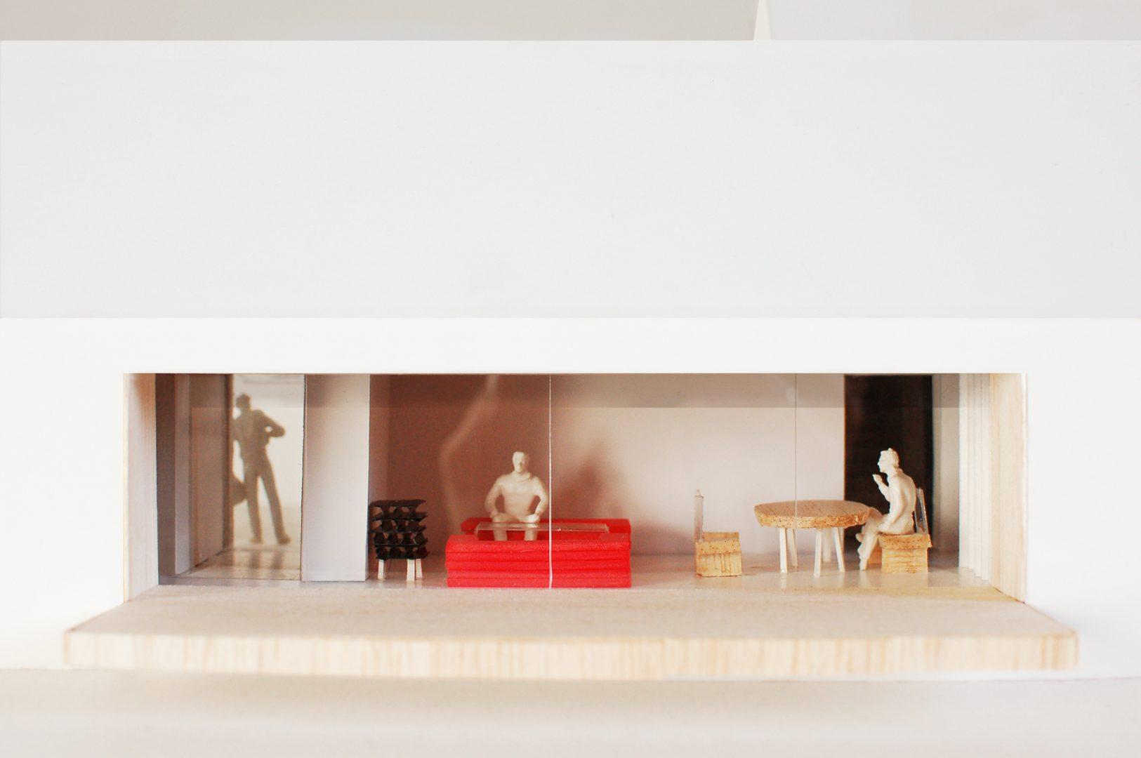 HouseHouse - Model Photo